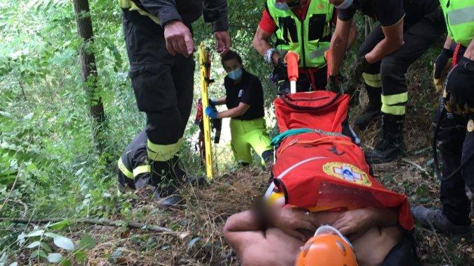 Va a pesca e scivola nel fiume Tevere a Miralduolo, salvato da Vigili del fuoco e Sasu