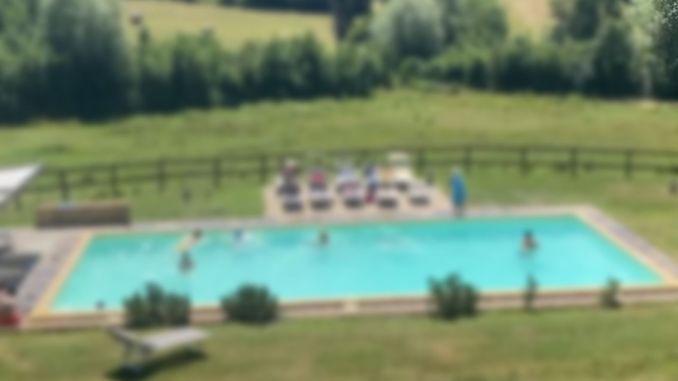 Tragedia a Città di Castello, muore bambino di 6 anni annegato in piscina