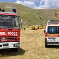 Cade con deltaplano sulla piana di Castelluccio, vivo per miracolo 📸🔴 FOTO E VIDEO