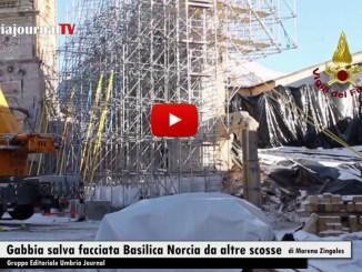 La gabbia tubi innocenti salva facciata Basilica Norcia da altre scosse
