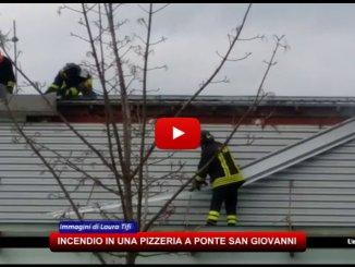 Ponte San Giovanni, incendio in una pizzeria, vigili del fuoco sul posto