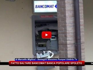 Gualdo Cattaneo, fanno esplodere bancomat, ladri fuggono con bottino