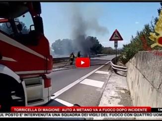 Torricella, incendio auto a metano dopo incidente, vigili del fuoco sul posto