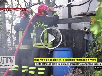 Esplosione e incendio a Bastiola di Bastia Umbra, vigile del fuoco salva anziani, video