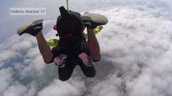 Nonna vlocante si lancia col paracadute (1)