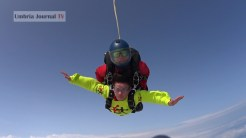 Nonna vlocante si lancia col paracadute (14)