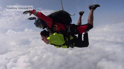 Nonna vlocante si lancia col paracadute (19)