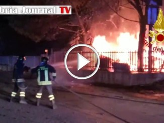 Incendio va a fuoco esterno falegnameria a Ponte San Giovanniesplode bombola gpl
