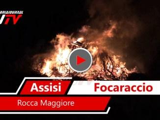 Alla Rocca Maggiore di Assisi il grande Focaraccio dell'Immacolata