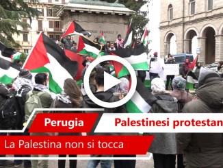 Video protesta studenti palestinesi in piazza Italia a Perugia