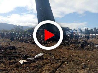 Algeria, aereo militare si schianta dopo il decollo: almeno 257 morti