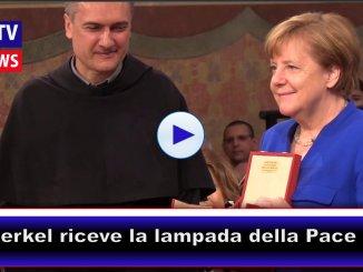 I Frati di Assisi donano la lampada della pace alla Merkel