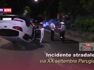Incidente stradale a Perugia in via XX Settembre, auto si ribalta, strada bloccata