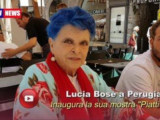 La mostra Piatti di LuciaBosé alla boutique Buonumori, quattro chiacchiere con l'attrice