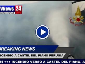 Incendio Castel del Piano, fiamme distruggono annesso agricolo, video