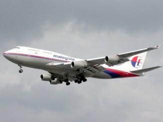 Atterraggio di emergenza per aereo della Malaysia Airlines, malore a bordo