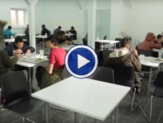 Bosnia, apre un nuovo centro per migranti le immagini video