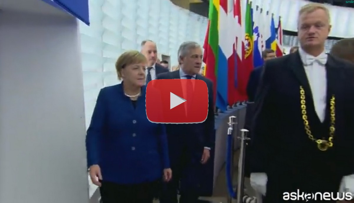 Angela Merkel chiede un esercito europeo video dichiarazioni