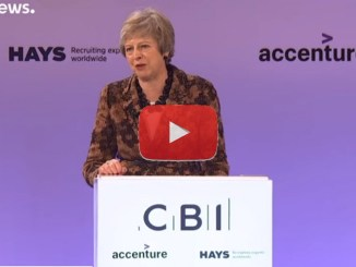 Theresa May a Strasburgo, video dell'ultimo tentativo con Juncker