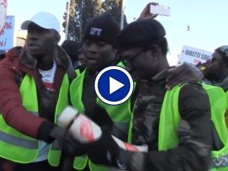 Roma, migranti in corteo contro il decreto di Matteo Salvini