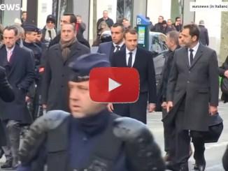 Macron sui luoghi degli scontri provocati dalla protesta dei Gilet Gialli video