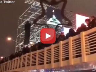 Russia: crolla il ponte pedonale, almeno tredici feriti
