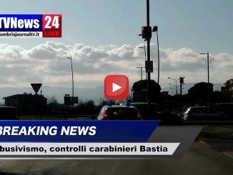 Parcheggiatori e mendicanti molesti, controlli dei carabinieri a Bastia Umbra, video