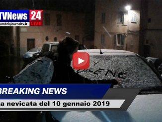 La neve arriva anche Perugia, silenziosa imbianca la città, le prime immagini