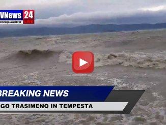Tempesta di vento al Lago Trasimeno, onde alte come mare