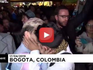 """Kiss-a-thon"", la maratona del bacio a Bogotá | Video Euronews"