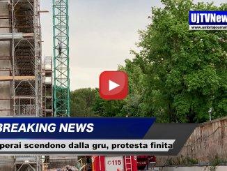 Protesta ex tabacchificio, scendono dalla gru i tre operai