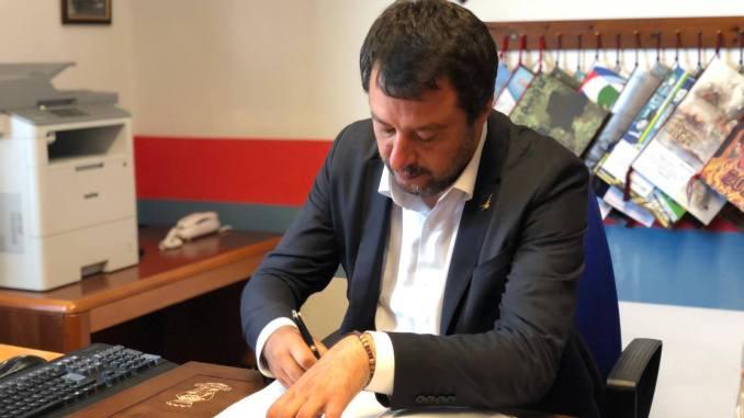 Taser usato con successo a Firenze, Salvini, sarà normale dotazione forze dell'ordine