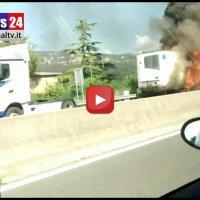 Incendio sul Raccordo Autostradale Perugia Bettolle camion in fiamme