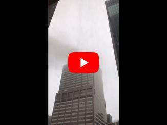 Elicottero si schianta contro grattacielo a Manhattan