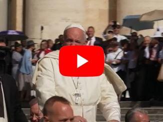 La canicola non ferma i fan del Papa, erano in 13 mila ad attenderlo