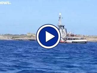 """Migranti, medico Lampedusa: """"Dei 13 sbarcati solo uno malato"""""""