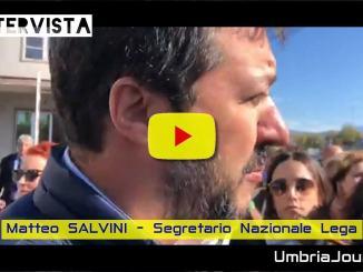 Matteo Salvini alla Treofan, il video della dichiarazione fuori dalla fabbrica