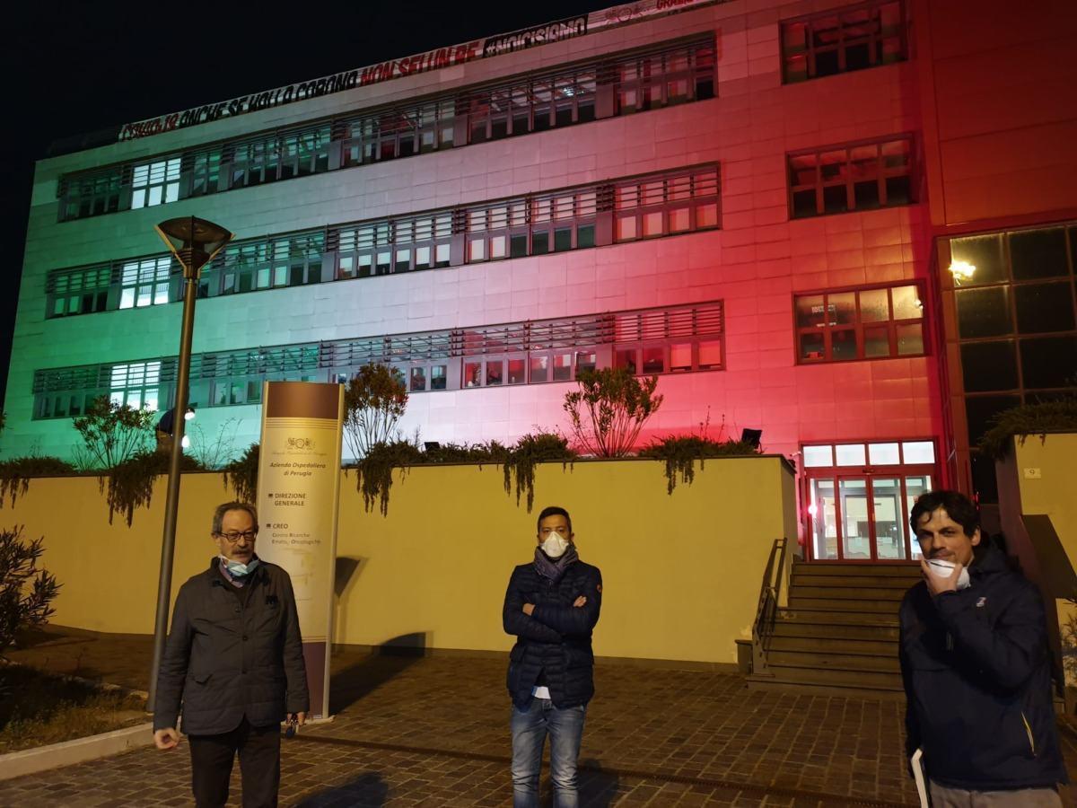 Un piccolo video del tricolore sul palazzo del Creo all'ospedale Alla cerimonia è intervenuto il sindaco di Perugia, Andrea Romizi