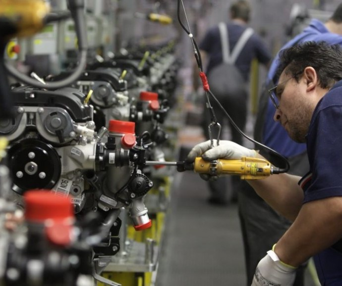 Economia. L'operaio di un'azienda metalmeccanica