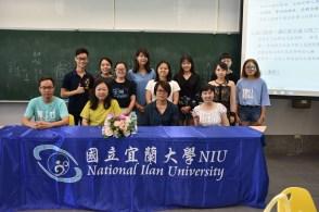 学生们与中国中山大学南方学院方婉祯博士(前排左三)合照。