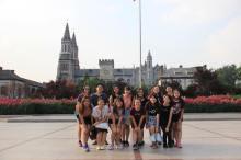 同学们到洪家楼耶稣圣心主教座堂参观 。