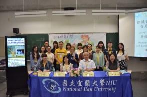 开幕仪式后,主办方与学员拍下大合照。