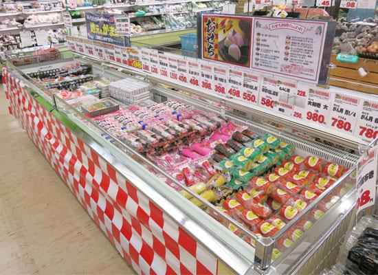 富山のお正月はカマボコがスーパーで大量陳列!