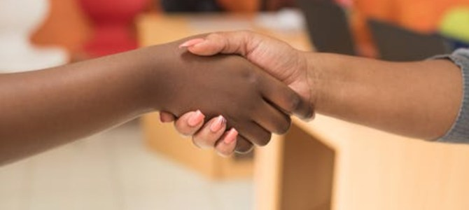 WHAT YOUR HANDSHAKE  REVEALS ABOUT YOUR HEALTH.