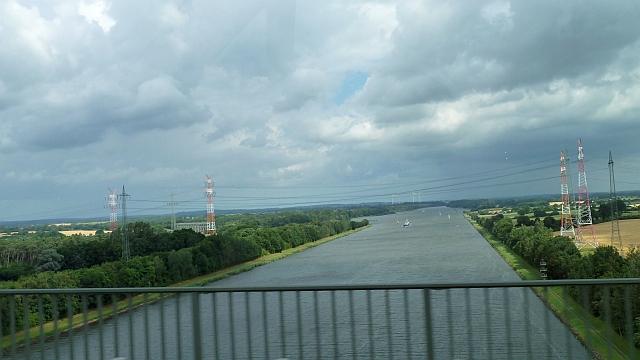 P1150137 Scharfer Westwind auf der Rader Hochbrücke