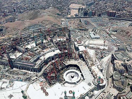 Trabajo de expansión del área de circunvalación de la Gran Mezquita en Meca. Foto: Okaz