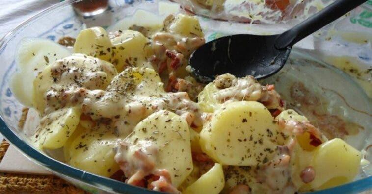 Batata gratinada com bacon: um almoço prático e delicioso
