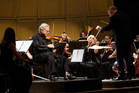 Violin virtuoso Itzhak Perlman performed with the UMW Philharmonic on Saturday. Photo by Suzanne Carr Rossi.