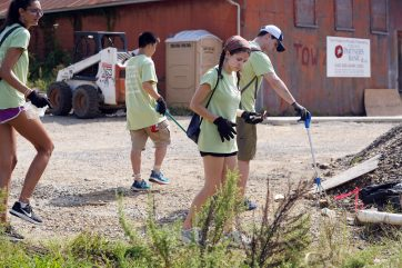 A group of UMW students pick up trash in downtown Fredericksburg. Photo by Suzanne Carr Rossi.
