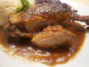 Entenkeule  mit Rotwein - Zwiebel - Soße